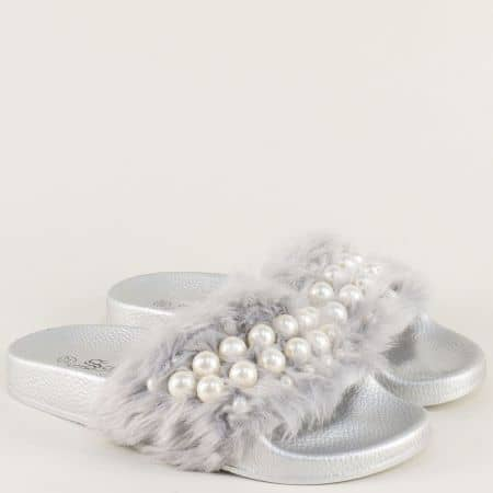 Пухкави дамски чехли с декорация в сребристо 8628sr