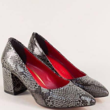 Дамски обувки със змииски принт в черно и сиво на ток 873zsv