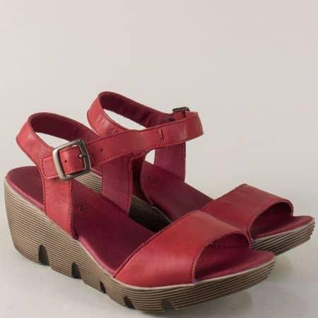 Дамски сандали от естествена кожа в цвят бордо на стабилна платформа 9043bd