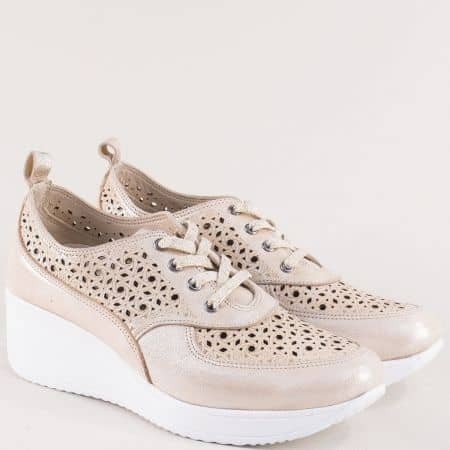 Бежови дамски обувки с перфорация на бяла платформа 9168sbj