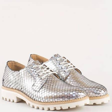 Дамски фешън обувки от естествена кожа в цвят сребро с връзки и грайферно ходило на нисък ток- Bullboxer 91826024sr