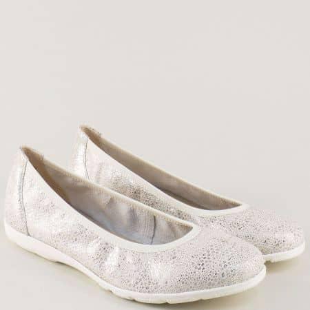 Кожени дамски обувки Caprice в бяло и сребро на равно ходило 922150b