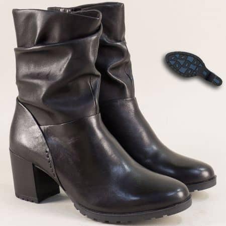 Дамски боти Caprice на среден ток в черно от естествена кожа 925416ch