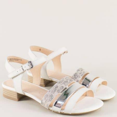 Бели дамски сандали на нисък ток от естествена кожа и лак 928101b