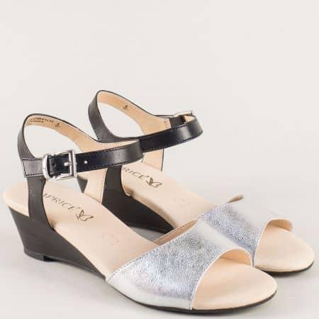 Дамски сандали на клин ходило в черно и сребро- Caprice 928213sr