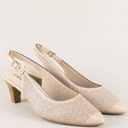 Бежови дамски обувки с отворена пета на среден ток 929601bj