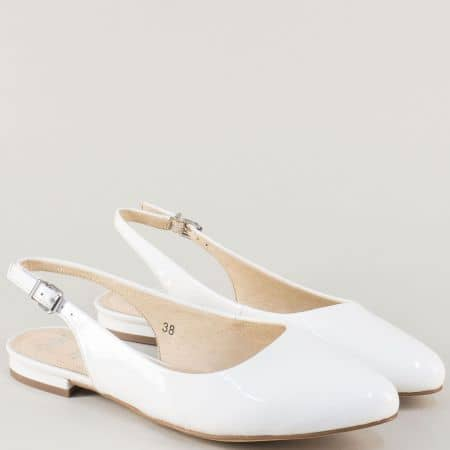 Лачени дамски обувки Caprice в бяло на нисък ток  929402b