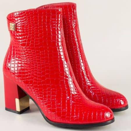 Червени дамски боти с кроко принт и златисти орнаменти 9651066krchv