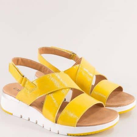 Жълти дамски сандали с лепка на платформа- CAPRICE 9928700lj