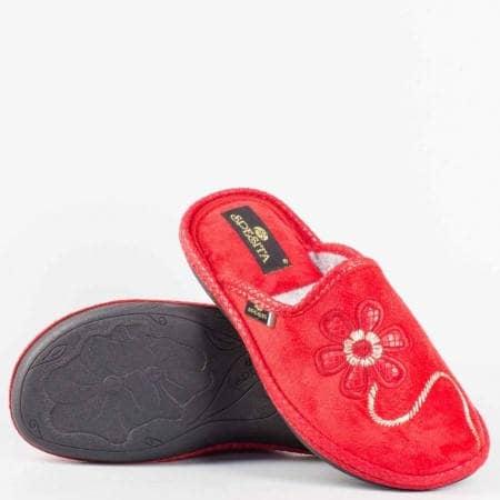Дамски пантофи с комфортно ходило от висококачествен текстил с закачлива бродерия цвете  в червен цвят eliachv