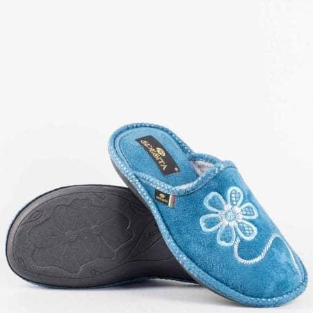 Дамски пантофи с комфортно ходило от висококачествен текстил с закачлива бродерия цвете  в син цвят elias