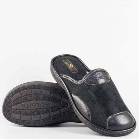 Мъжки пантофи тип чехли на българската марка Spesita от текстил и кожа в черен цвят на комфортно ходило maurizioch