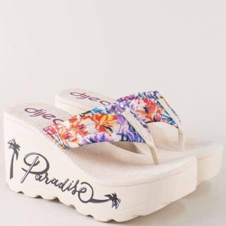 Бежови дамски чехли с лента между пръстите- Azaleia a280140bj