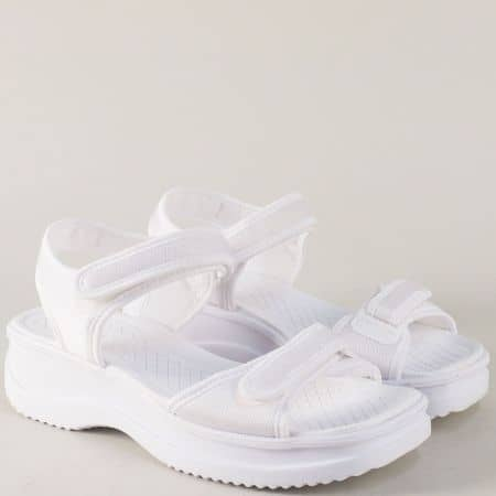 Бели дамски сандали с две лепки на платформа- Azaleia a320321b