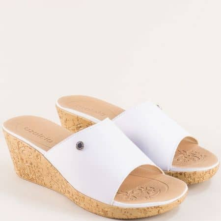 Бели дамски чехли на клин ходило- AZALEIA a408541b