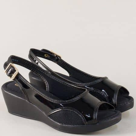 Лачени дамски сандали Azaleia в черен цвят на комфортно клин ходило a604073lch