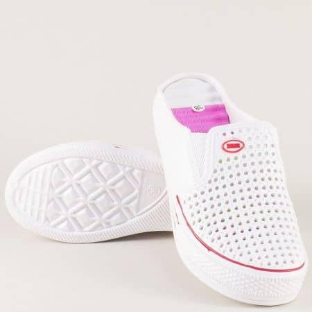 Дамски чехли с перфорация в бял и лилав цвят на платформа a785bps