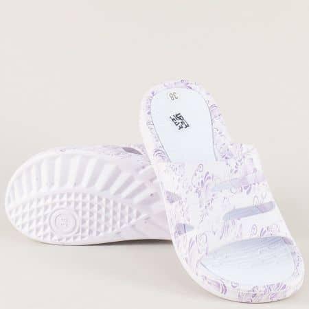 Дамски джапанки в бял и лилав цвят на равно ходило a789-40l