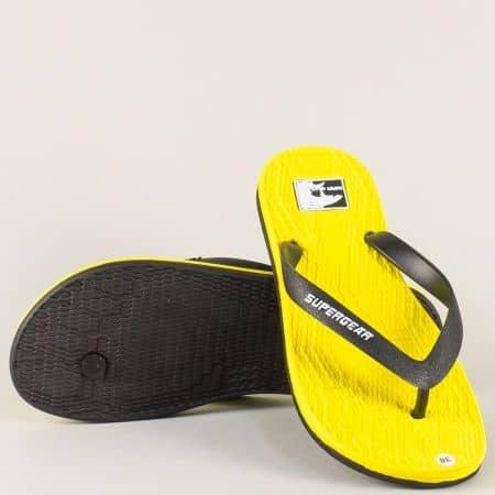 Жълти дамски джапанки между пръстите на равно ходило a973j