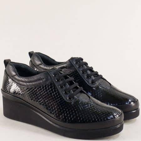 Черни дамски обувки на платформа от естествен лак и естествена кожа b019krlch