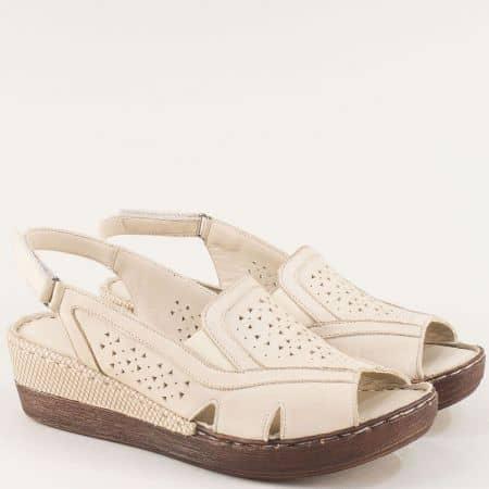 Бежови дамски сандали с кожена стелса на платформа b102bj
