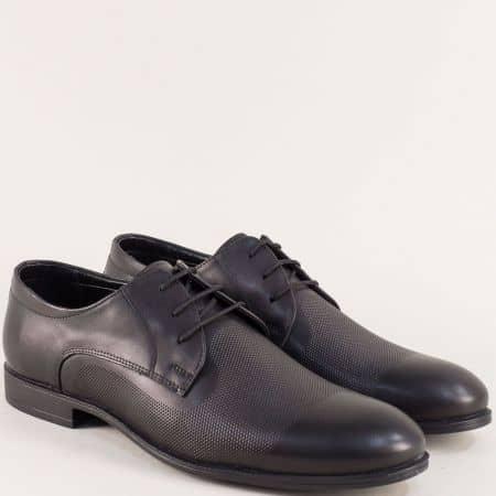 Кожени мъжки обувки с декоративен перфо мотив в черно b1200ch