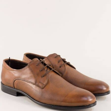 Кафяви мъжки обувки от естествена кожа с декорация b1200k