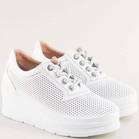 Бели дамски обувки от естествена кожа на лека и комфортна платформа b2011b