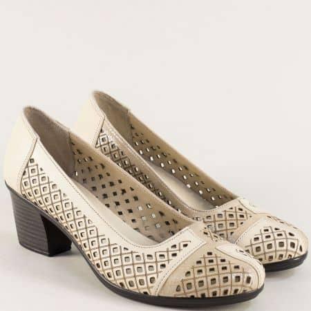 Перфорирани дамски обувки на среден ток в бежов цвят b216bj
