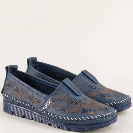 Кожени дамски обувки с ластик и перфорация в син цвят b256s