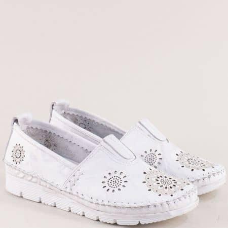 Кожени дамски обувки с лазерна перфорация в бяло b265b