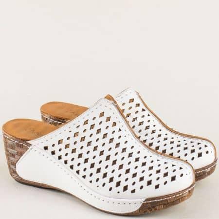 Бели дамски чехли от естествена кожа с перфорация b320b