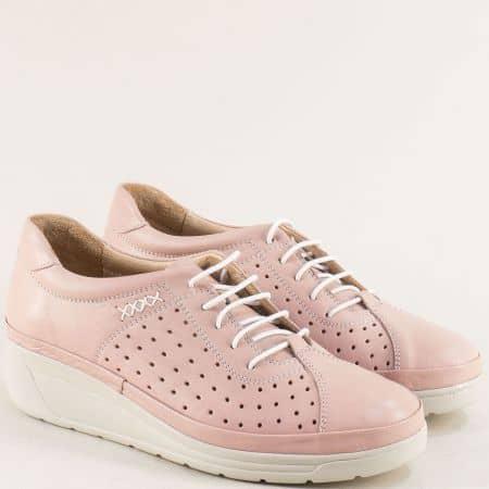 Спортни дамски обувки от естествена кожа на дупки в розов цвят на лека платформа b3500drz