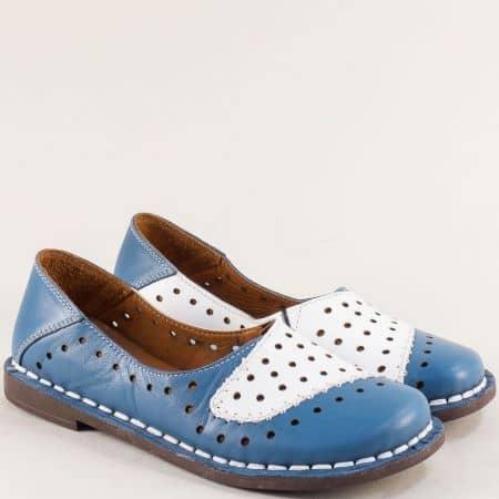 Кожени дамски обувки с перфорация в синьо и бяло  b51112sb