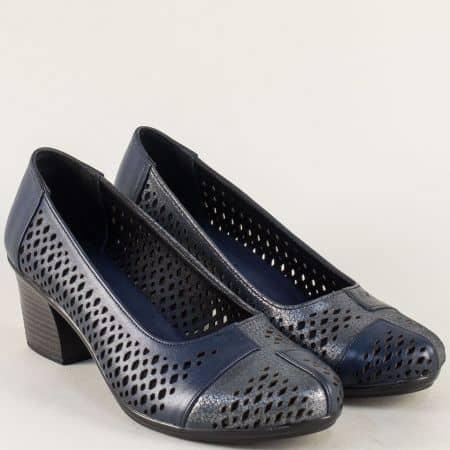 Перфорирани дамски обувки на среден ток в син цвят b52s