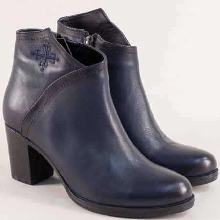 Дамски боти с бродерия от естестевна кожа в син цвят b8801s