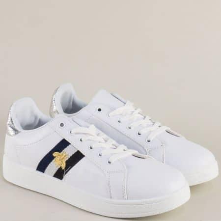 Спортни дамски обувки на равно ходило в бял цвят kb20b