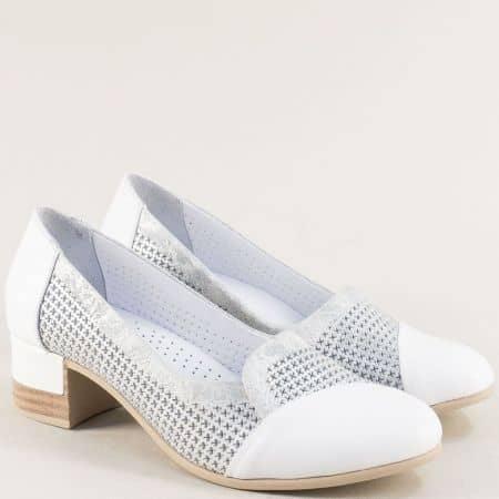 Бели дамски обувки на нисък ток с частична перфорация bo222srb