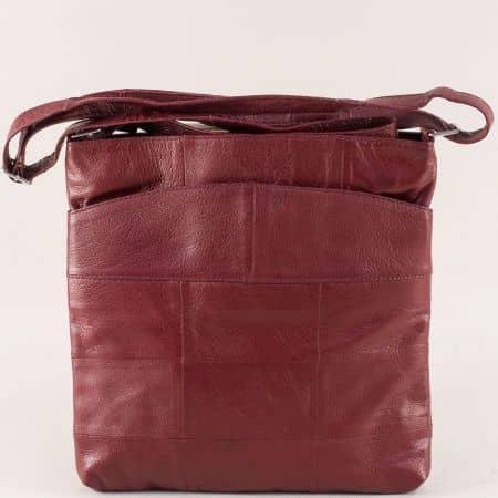 Кожена дамска чанта с три прегради в тъмно червен цвят ch081118chv
