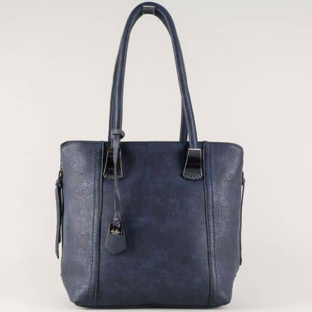 Ежедневна дамска чанта решена в синьо с изчистена визия ch113528s