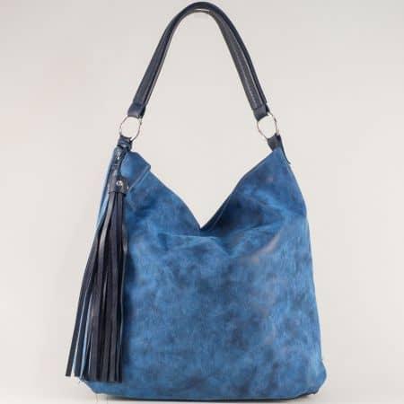 Модерна дамска чанта в син цвят с ефектен пискюл ch1205s