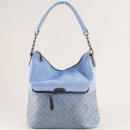 Дамска чанта с флорален перфо мотив в син цвят ch1458s