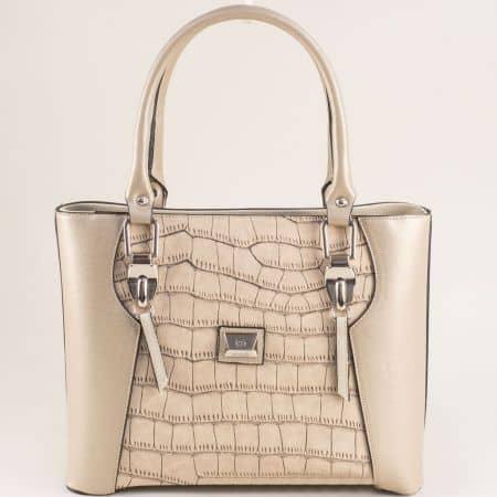 Бежова дамска чанта с твърда структура и кроко принт ch20331bj