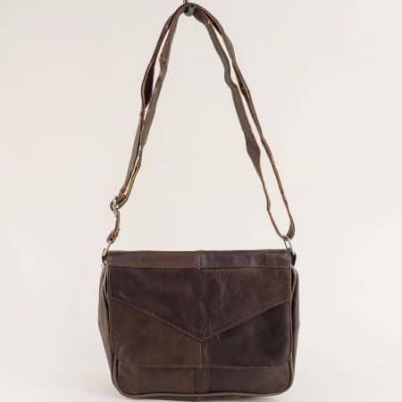 Дамска чанта с прехлупване от естествена кожа в тъмно кафяво ch241kk