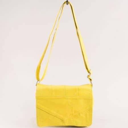 Жълта дамска чанта с прехлупване от естествена кожа ch242j1