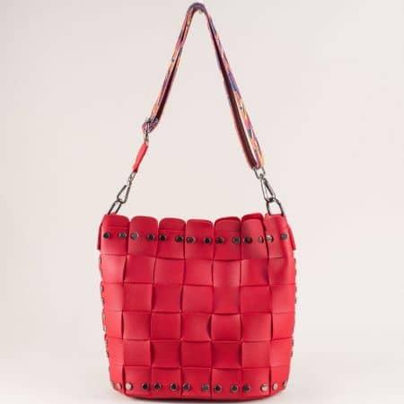 Червена дамска чанта с органайзер и пъстра дръжка ch250419chv