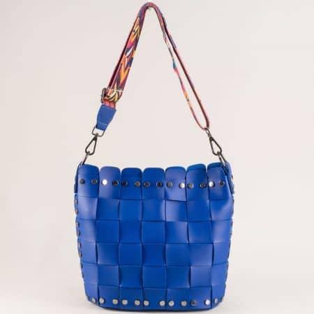 Синя дамска чанта с органайзер и пъстра дръжка ch250419s