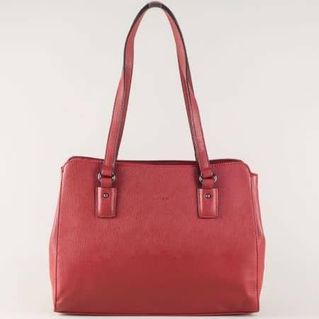Дамска чанта в цвят бордо с две удобни прегради cm3256bd
