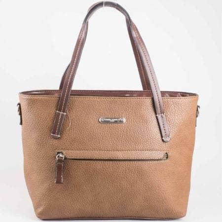 Дамска практична чанта с преден джоб на френската марка David Jones в кафяв цвят ch3951-2k