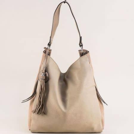 Светло кафява дамска чанта, тип торба с пискюл  ch422tbj